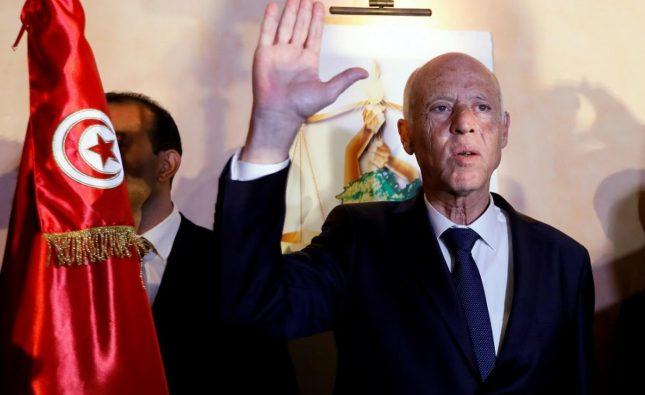 الرئيس التونسى يمنح الجنسية لـ 34 فلسطينيا مخالفا توصيات الجامعة العربية