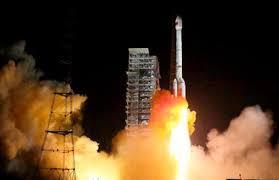 الصين تطلق قمرين صناعيين لاستشعار الأرض عن بعد