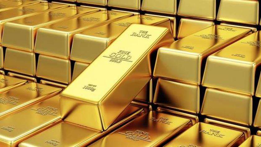 الذهب مستقر قرب ذروة قياسية مع استمرار المخاوف بشأن الفيروس