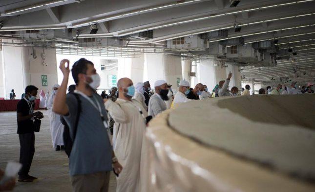 الحجاج يتمون رمى الجمرات الثلاث ويغادرون المسجد الحرام لأداء طواف الوداع
