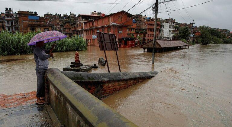 10 قتلى في انهيارين أرضيين في نيبال وسيول وأمطار في جنوب آسيا