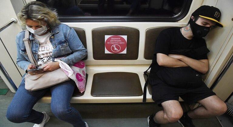 استئناف عملية تغريم ركاب مترو موسكو لعدم ارتداء الأقنعة الطبية