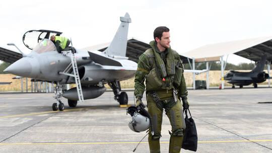 فرنسا ترسل مقاتلتين من طراز رافال وطائرة دعم إلى قبرص