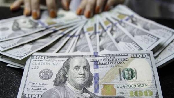 الدولار يعمق خسائره أمام سلة العملات الرئيسية
