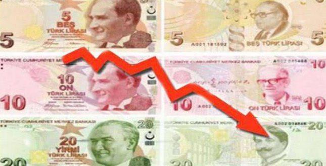 بلومبرج : الليرة التركية تسجل تراجعا قياسيا في ظل فشل سياسات البنك المركزي
