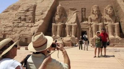 """وكالة """"ستاندرد أند بورز S&P""""تثبت تصنيف مصر: تراجع دخل السياحة وزيادة الديون"""