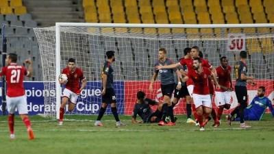 الأهلي المصري يهزم الترجي التونسي بملعبه ويقترب من النهائي الأفريقي